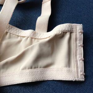 1a9417dfcf Lilyette Intimates   Sleepwear - NWT Lilyette 417 Embroidered Minimizer Bra  Beige